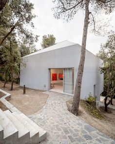 PAINTER'S STUDIO FOR ARRANZ-BRAVO Vallvidrera By  Garcés – De Seta – Bonet via hicarquitectura