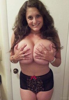 Big perfect tits bounce
