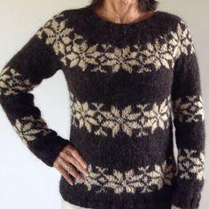 Sarah Lund Sweater i mørkebrun med beige stjerner