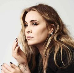 Anouk Teeuwe Dutch Women, Sing Along Songs, Song Reviews, Rock Sound, She Song, Album, Pop Rocks, Female Singers, How To Be Outgoing