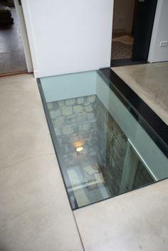 House: glass floor panel. Woning: glazen vloer element.