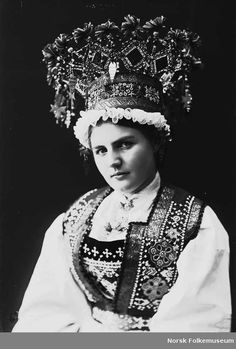 Traditional Norwegian folk costumes - Page 2 Bride Costume, Folk Costume, Costumes, Crown Photos, Thinking Day, Portraits, Bridal Crown, Weird Pictures, Ice Queen