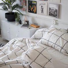 Ideas for bedroom goals simple quartos Stylish Bedroom, Cozy Bedroom, Bedroom Inspo, Room Decor Bedroom, Bedroom Ideas, Bedroom Designs, Bedroom Inspiration Cozy, Bedding Decor, Boho Bedding