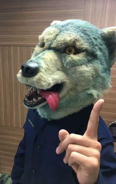 埋め込み Santa Monica, Dog Days, Wolf, Bear, Man With, Animals, Twitter, Masks, Wolves