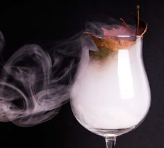 How to Smoke a Cocktail – Advanced Mixology Smoked Cocktails, Bourbon Cocktails, Fall Cocktails, Craft Cocktails, Cocktail Drinks, Cocktail Recipes, Alcoholic Drinks, Beverages, Liquor Drinks