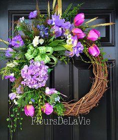 39 DIY Spring Tulips for Floral Wall Wreaths Ideas Diy Spring Wreath, Spring Door Wreaths, Easter Wreaths, Holiday Wreaths, Yarn Wreaths, Mesh Wreaths, Wreath Crafts, Diy Wreath, Grapevine Wreath