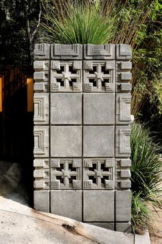 Detail of the textile-blocks that make up the house. The motif is supposed to resemble a Mayan temple.