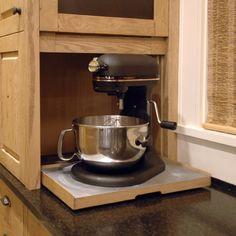 Кухонная мебель: уникальный шкафчик для кухонных приборов