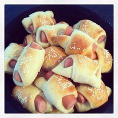 Pølsehorn Danish Food, Toddler Meals, Pretzel Bites, Hot Dog Buns, Finger Foods, Tapas, Recipies, Food And Drink, Yummy Food