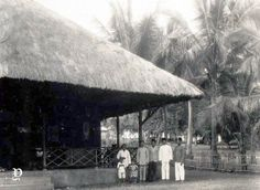 Pasangrahan di Larantuka, Nusa Tenggara Timur, 1928 Dutch East Indies, Makassar, Old Pictures, Outdoor Decor, Antique Photos, Old Photos