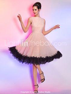 6b11f205 A-linje Bateau-hals Knælang Chiffon / Snøringsblonder Cocktailparty Kjole  med Blondeindlæg ved TS Couture®