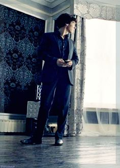 The wood floor; the Jacquard wallpaper and drapes; Sherlock's suit and posture… I love everything about it.