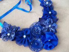 artelinhas e agulhas: Maxi Colar base de feltro e flores de tecido
