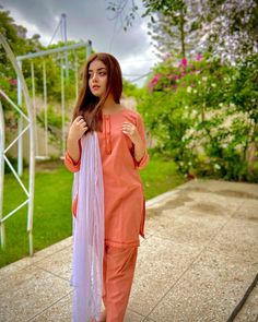Pakistani Dresses Casual, Pakistani Dress Design, Beauty P, Pakistani Models, Girly Pictures, Girly Pics, Casual Suit, Short Shirts, Only Fashion