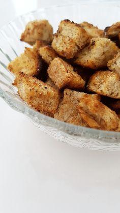 H O M E M A D E  • S A L T Y • C R O U T O N S Ik heb croutons uit de supermarkt verbannen, die komen er bij mij niet meer in! :-D Ik ben gewoon weer terug naar de basis gegaan en 'old school' zelf croutons gaan bakken!