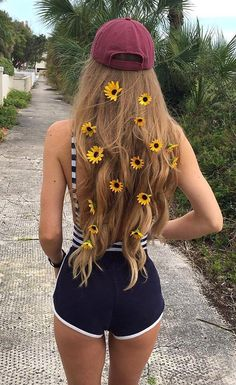Find images and videos about girl, beautiful and hair on We Heart It - the app to get lost in what you love. Tmblr Girl, Photos Tumblr, Photo Instagram, Disney Instagram, Save Instagram, Cute Photos, Girly, Long Hair Styles, Photo Tips