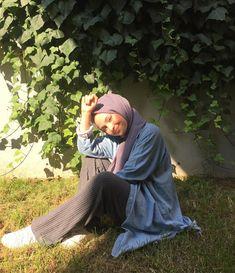 Week End Hijab Fashion Cute - Pemuja Wanita Instagram Hijab, Foto Instagram, Modern Hijab Fashion, Muslim Women Fashion, Portrait Photography Poses, Photography Pics, Pic Pose, Photo Poses, Fake Girls