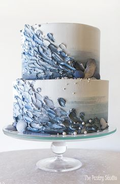 Making a splash with this moody ocean vibe cake design! Making a splash with this moody ocean vibe cake design! Making a splash with this moody ocean… - Floral Wedding Cakes, Wedding Cake Designs, Wedding Cupcakes, Beach Wedding Cakes, Floral Cake, Purple Wedding, Gold Wedding, Trendy Wedding, Wedding Bride