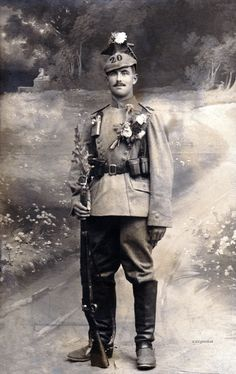 German soldier in the first World War French Cartoons, Ww1 Soldiers, Berlin Photos, Portrait Background, German Army, Studio Portraits, World War I, First World, Troops
