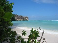 Se atualmente o arquipélago é conhecido por suas praias com areia branca e mar azul turquesa, no passado Seychelles já foi uma colônia de leprosos e esconderijo de piratas