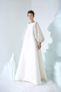 COUTURE AUTUMN WINTER 2018/2019 | NIKOLAI | NOT JUST A LABEL Abaya Fashion, Couture Fashion, Fashion Dresses, Trendy Dresses, Nice Dresses, Dresses With Sleeves, Look Fashion, Fashion Show, Fashion Design