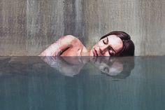 Havaí: artista transforma edifícios abandonados com pinturas de mulheres