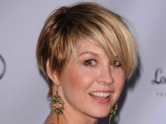 Jenna Elfman's new hair cut is just about perfect.  LOVE THIS CUT SHE LOOKS YOUNGER NOW THEN DHARMA MEETS GREG