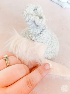 Easy No Sew Easter Bunny Gnomes - Happily Ever After, Etc. Easter Projects, Easter Crafts, Spiral Christmas Tree, Animal Knitting Patterns, Beard Look, Gnome Ornaments, Sock Crafts, Diy Crafts Jewelry, Wreath Tutorial
