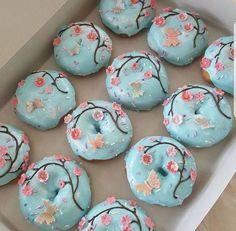 Cherry Blossom Treats Mini Donuts, Fancy Donuts, Cute Donuts, Doughnuts, Quick Easy Desserts, Desserts For A Crowd, Cute Desserts, Dessert Party, Delicious Donuts