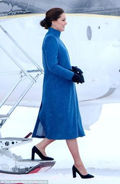 Kate's bump was clearly visible underneath her coat... #katemiddleton #royals