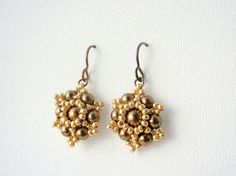20 EUR - Brass Toned Star Flower Beadwoven Earrings, Swarovski Pearl Earrings, Antique Brass Earrings, Elegant Earrings, Gift for Her, Swarovski Gift