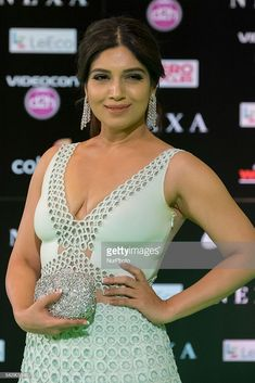 Indian Bollywood actress Bhumi Pednekar poses on the green carpet as she arrives to the edition of IIFA Awards (International Indian Film Academy Awards) in Madrid on June Indian Bollywood Actress, Indian Actresses, Actors & Actresses, Celebrity Photos, Celebrity News, Film Academy, Academy Awards, Green News, Queen Photos