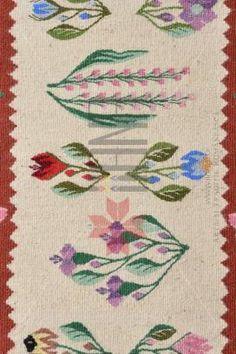 Covor romanesc Lucrat manual - lana traditional 82x53 - Motivul Miracol Folk Art Flowers, Flower Art, Folk Embroidery, Traditional Rugs, Weaving, Cross Stitch, Carpet, Awesome, Folklore