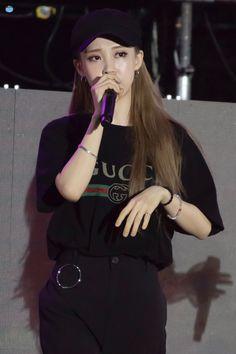 South Korean Girls, Korean Girl Groups, Rapper, Mamamoo Moonbyul, Foto Jungkook, T Shirt And Jeans, Celebs, Celebrities, Powerful Women