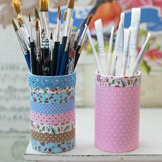 Cute pen holders covered with fabric tape and self-adhesive fabric sheets. Tutorial in English and Swedish.
