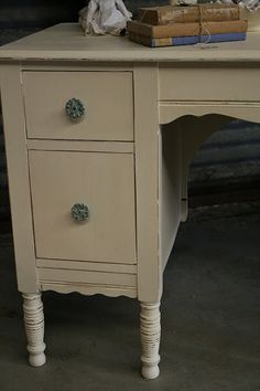Reloved Rubbish: Darling Desk Makeover  Do this to the old desk upstairs