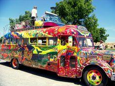 Hippie Art, Hippie Style, Hippie Boho, School Bus Rv, Hippie Camper, Bus Art, Painted Vans, Hippie Flowers, Happy Hippie