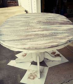 Table painted with Maison Blanche Vintage Furniture Paint.  Follow us on Facebook:  Peaccocks, Pearls and Cowgirls