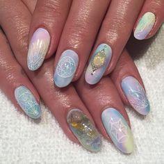 White Magic Nails for Lili @thisisvenice #opals #crystals #sacredgeometry #healingstones #nailart #heynicenails #nicenailsfornicepeople #longbeach