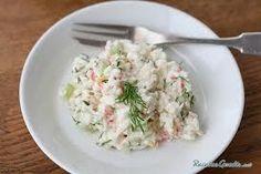 Aprende a preparar ensaLada ingLesa aL surimi con esta rica y fácil receta. Se rayan las varitas de surimi y se hechan en una casuela,despues e le vacian las verdura...