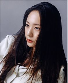 Krystal is chic and sophisticated in cuts for Urbanlike Krystal Fx, Jessica & Krystal, Jessica Jung, Krystal Jung Fashion, Rhythm And Blues, Korean Women, Hollywood Actresses, Korean Girl Groups, Kpop Girls