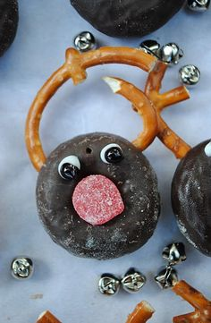 Cute Mini reindeer donuts for 2013  www.loveitsomuch.com