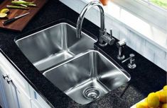 Appealing dark granite countertop and under mount stainless steel kitchen sink on white counter for stylish kitchen Best Kitchen Sinks, Kitchen Sink Design, New Kitchen, Cool Kitchens, Kitchen Faucets, Kitchen Redo, Kitchen Tips, Kitchen Ideas, Stylish Kitchen