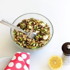 Taboulé de quinoa pois chiche et avocat Quinoa Tabouleh, Whole 30 Dessert, Avocado, Super Greens, Batch Cooking, Vegan Dishes, Summer Recipes, Entrees, Clean Eating