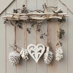 DIY & cottage seasonal decor & beautiful shabby chic Christmas decoration made with branches, pine cones and other natural materials & Love this idea! DIY & cottage seasonal decor & beautiful shabby chic Christmas decoration made w& Shabby Chic Christmas Decorations, Xmas Decorations, Rustic Christmas, Christmas Diy, Christmas Wreaths, Christmas Ornaments, Cottage Christmas, Apartment Christmas, Shabby Chic Xmas
