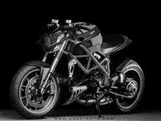 """Existe una empresa Gala llamada Krax Moto, que se dedica a la venta de todo tipo de accesorios para moto. Los chicos de Krax tiene una página web muy completa. Además de todo tipo de """"extras"""" para nuestras monturas tiene una zona de galería de imágenes dónde se dedican a dar rienda suelta a su …"""