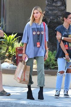 Picture score for hailey baldwin street style . - Picture score for hailey baldwin street style … - Street Style Outfits, Looks Street Style, Street Style Trends, Looks Style, Style Me, Tomboy Street Style, Street Style Fashion, Street Style 2018, Model Street Style