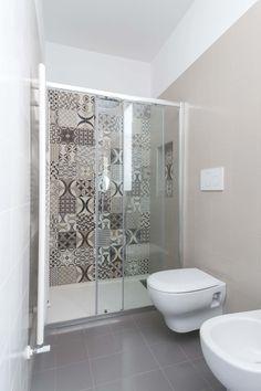 Villa FC: Bagno in stile di ABBW angelobruno building workshop Workshop Design, Sweet Home, Bathtub, Interior Design, Building, Home Decor, Bathrooms, Modern Bathrooms, Ideas