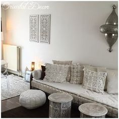 Salon Blanc Oriental Pouf Marocain, Salon Marocain Blanc, Sedari Marocain,  Deco Salon Marocain