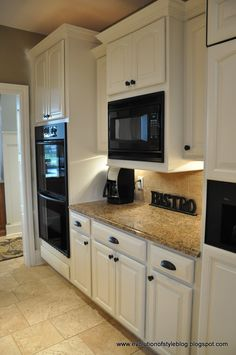 Trendy Kitchen Paint Colors With Black Appliances Dining Rooms Kitchen Cabinets With Black Appliances, Modern Kitchen Cabinets, Kitchen Cabinet Colors, Kitchen Paint, Kitchen Colors, New Kitchen, Kitchen Ideas, Kitchen Living, Cream Cabinets